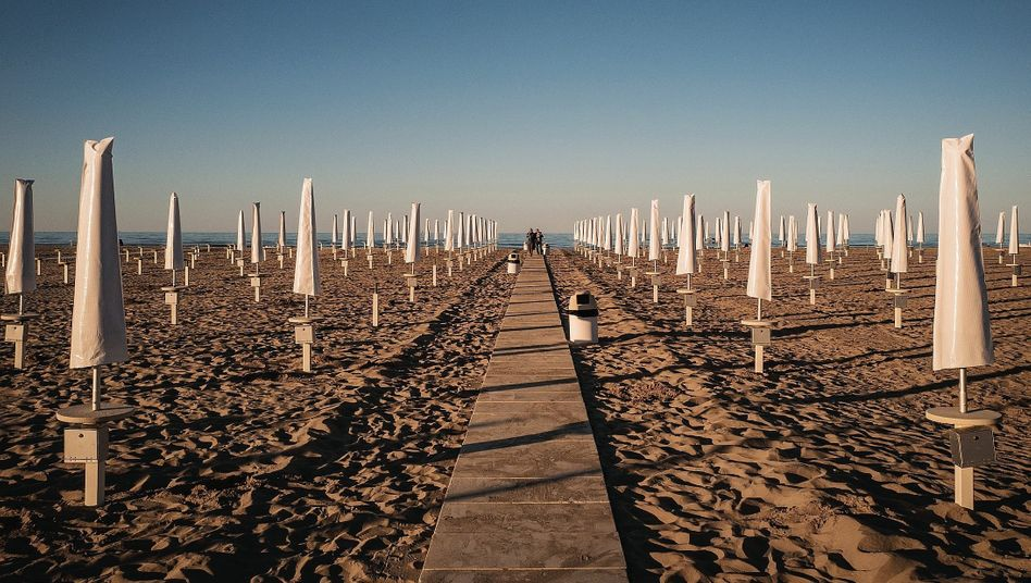 DER SPIEGEL: The Italian Resort of Rimini Opens Carefully to Summer Tourists